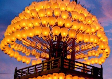 「熱田まつり」で使用される「献灯巻わら(まきわら)」の形状を模して作られている